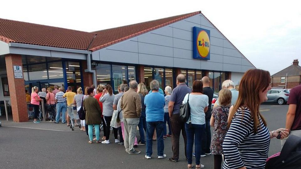 lidl 39 s six bottles of prosecco for 20 deal is coming to northern ireland food drink cool fm. Black Bedroom Furniture Sets. Home Design Ideas