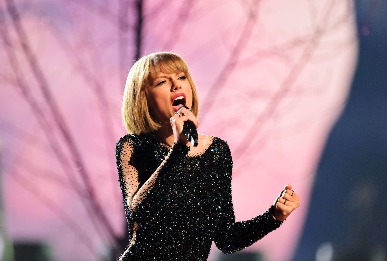 Taylor Swift announces MORE UK tour dates for 2018 | Music - heat Radio