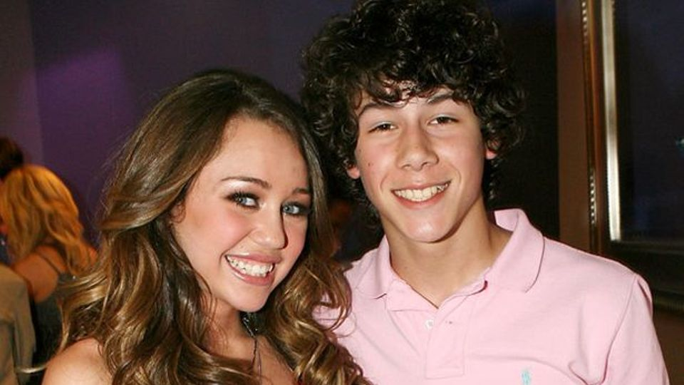 7 things miley cyrus nick jonas dating. skinny girl dating a fat guy with guns.