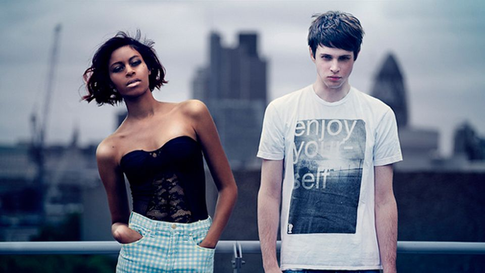 alunageorge are they dating Alunageorge's aluna francis on body music and meeting her bandmate on the internet by they've kept an eye on us and kind of invited us into their throne.