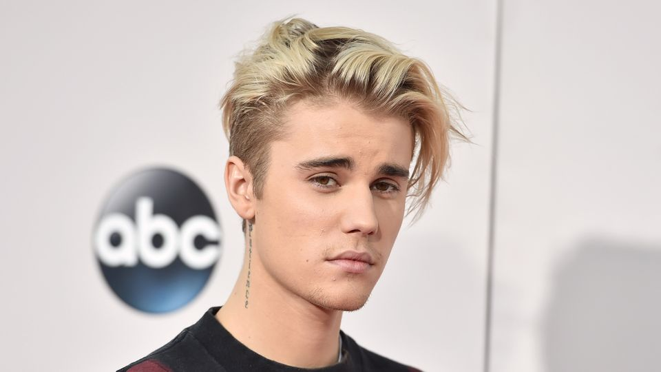 Justin Bieber urges fans to buy NHS charity single | Music ...